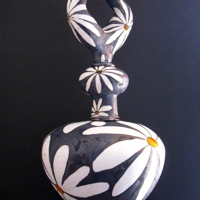 hand opgebouwd uit ringen, bewerkt met oxide, glazuren en glazuurpotlood